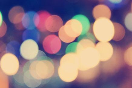 focos de luz coloridos e desfocadas